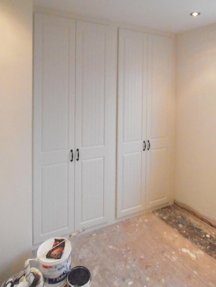 Day and Knight Fitted White Cupboards